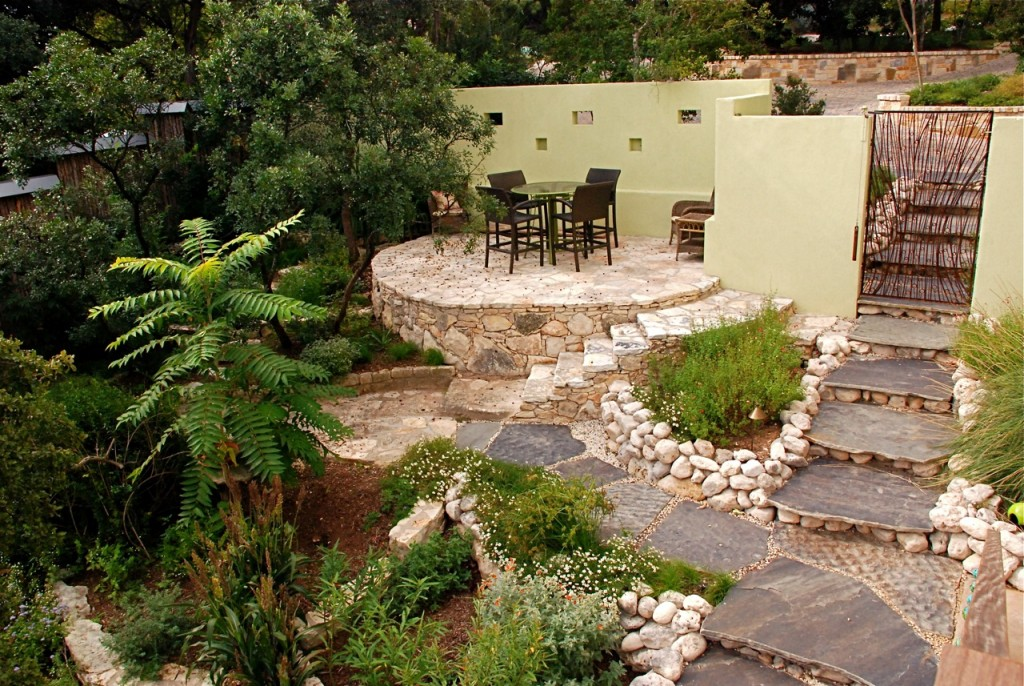 backyard-patio-decorating-ideas-in-small-yard-landscape-designs
