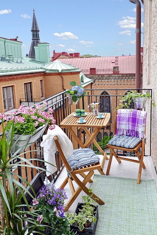swedish-small-balcony-design