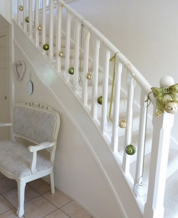 christmas-stairs-decoration-ideas-3