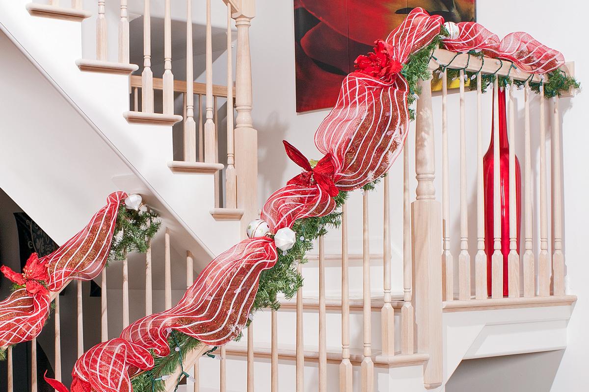 rw-christmas-banister-closeup