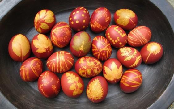 სააღდგომო კვერცხების მოხატვა ფოთლების საშუალებით