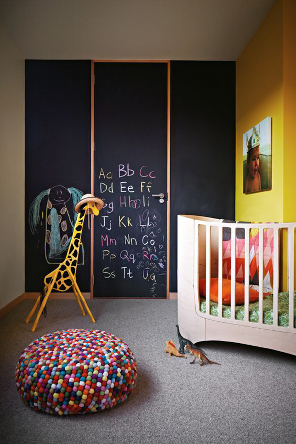 kids-playroom-chalkboard-wall-with-animal-theme