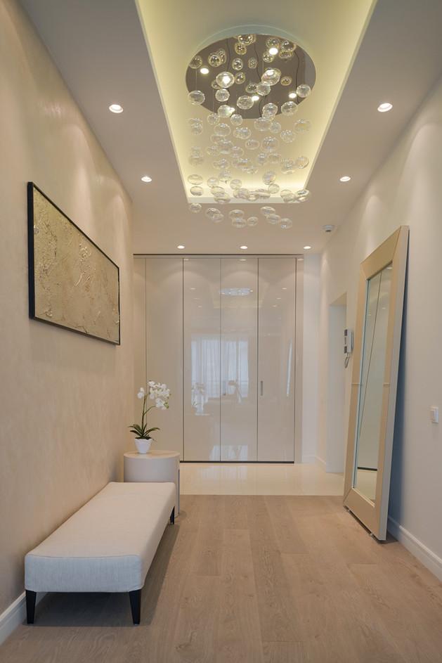 lighting-details-create-drama-modern-open-plan-apartment-entrance-thumb